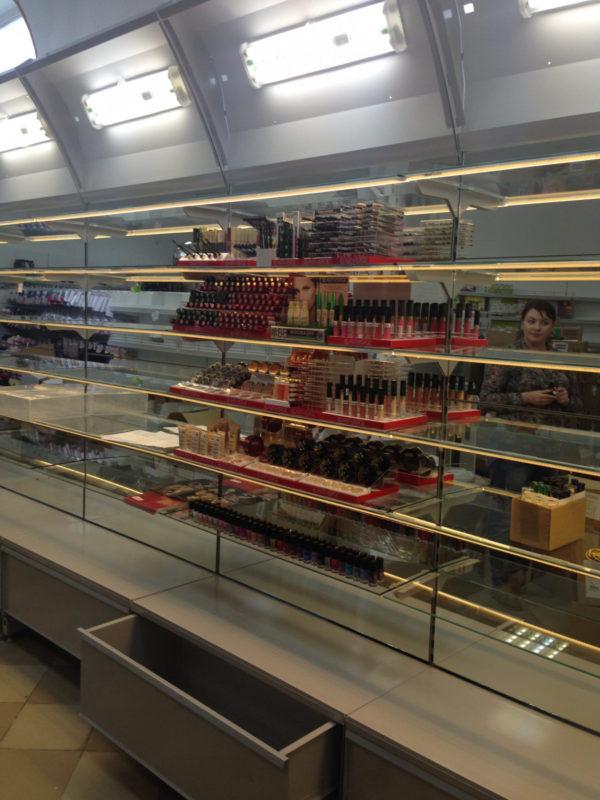 Торговый стеллаж со стеклянными полками низкий в Казани по цене 6100 руб