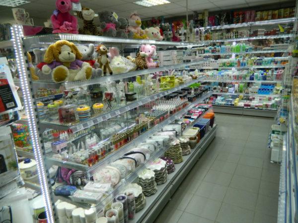 Стеллаж для магазина со стеклянными полками в Казани по цене 6351 руб