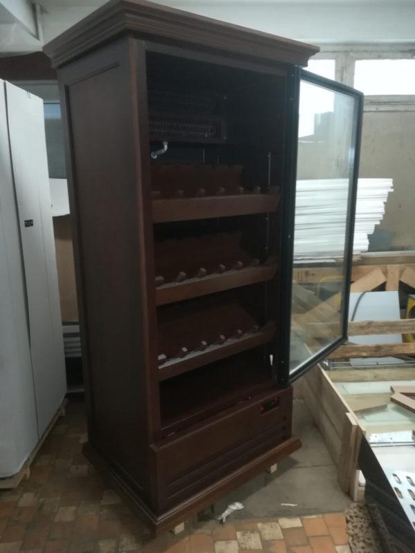 Шкаф для элитного алкоголя со стеклянными дверцами и отдельными секциями LD 005-CT в Казани по цене 39204 руб