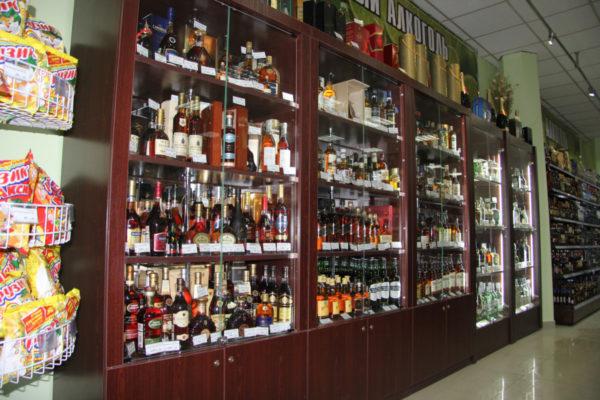 Шкаф для элитного алкоголя со стеклянными дверцами LD 001-CT в Казани по цене 47916 руб