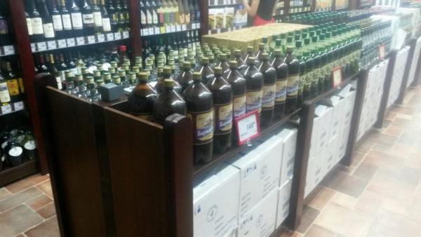 Островной стеллаж для алкоголя с декоративными накладками из массива в Казани по цене 53695 руб