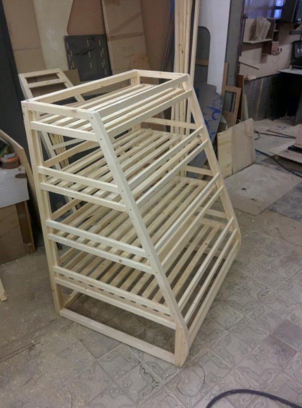 Стеллаж деревянный для багетов с четырьмя полками
