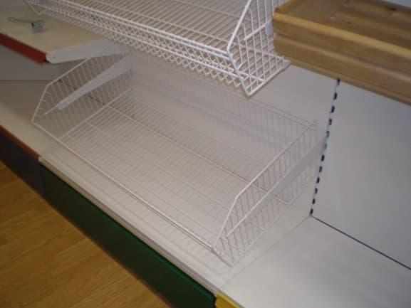 Сетчатый стеллаж с корзинами и фризом пристенный для стройматериалов в Казани по цене 10770 руб